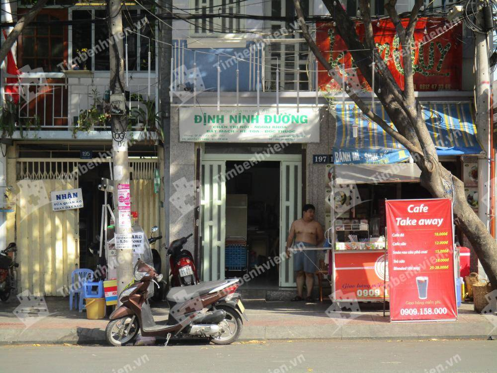 Phòng Chẩn Trị Y Học Cổ Truyền Định Ninh Đường - Cổng chính