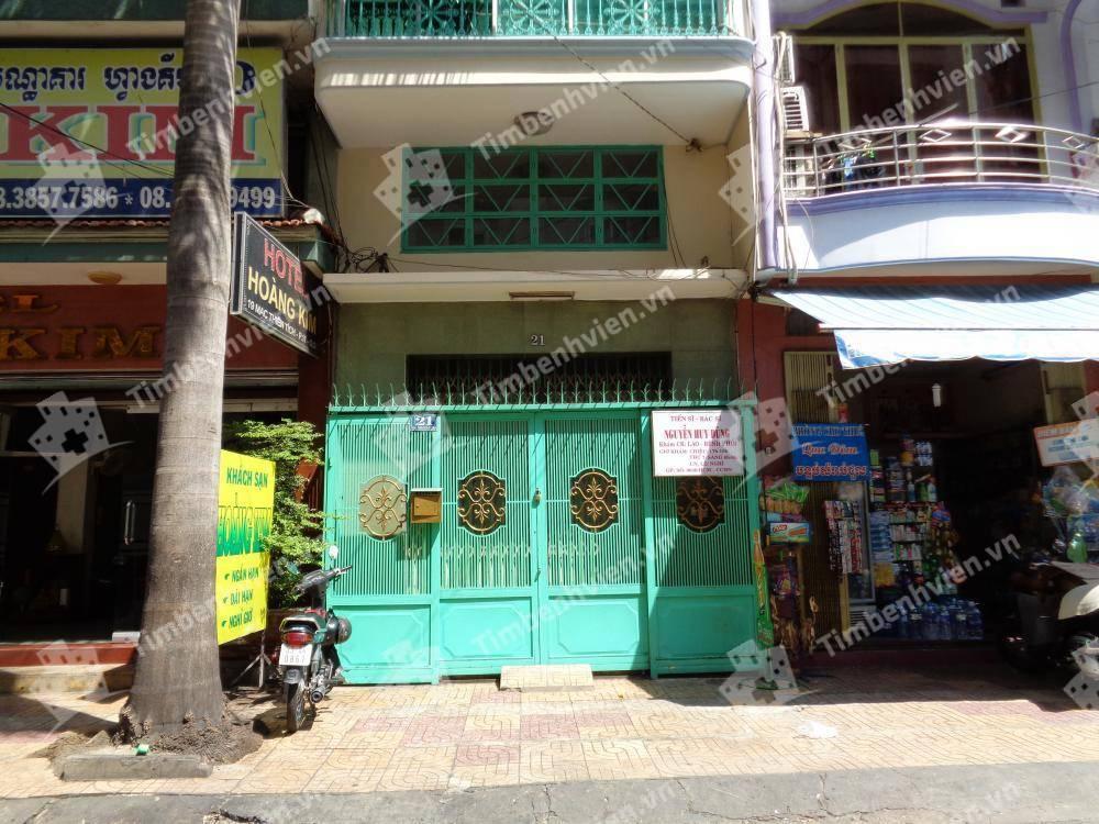 Bác Sĩ Nguyễn Huy Dũng - Khoa Lao Phổi - Cổng chính
