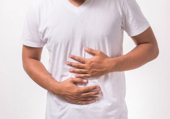 Vì sao nhiều người uống sữa bị đầy hơi, đau bụng