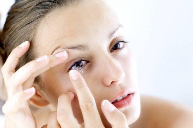Cách trang điểm mắt tránh kích ứng khi đeo kính áp tròng