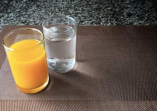 Chỉ uống nước lọc và nước trái cây, người phụ nữ tổn thương não