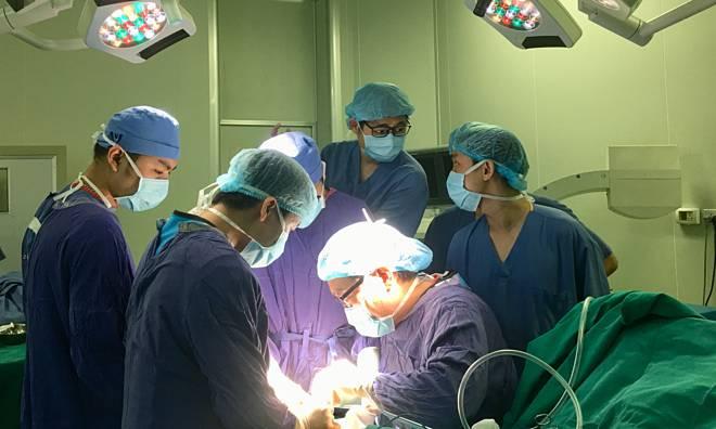 Bệnh nhân Việt sẽ thoát nỗi sợ mổ rút đinh vít trong xương