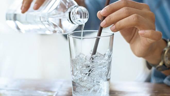 Ngày nóng không nên uống nước lạnh