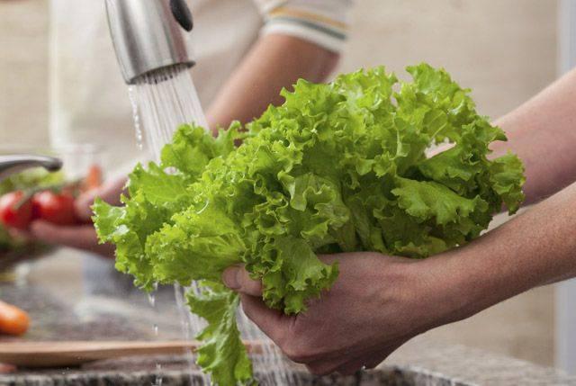 Sai lầm khi rửa rau sống nhiều người mắc