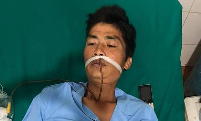 Cúp điện đột ngột, bác sĩ soi đèn pin để mổ cấp cứu bệnh nhân