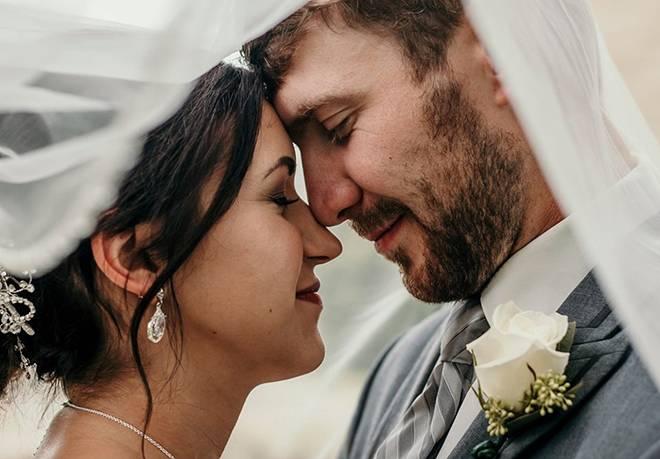 Cô dâu tập đi sau mổ u não để kịp làm đám cưới