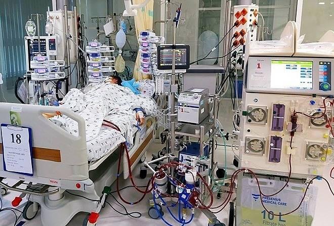 Bé gái ngưng tim khi đang nối thiết bị hỗ trợ sống