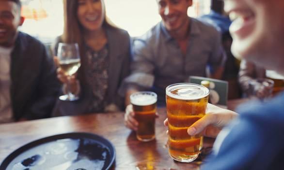Muốn khỏe, chỉ nên uống 1,4 ly bia mỗi ngày